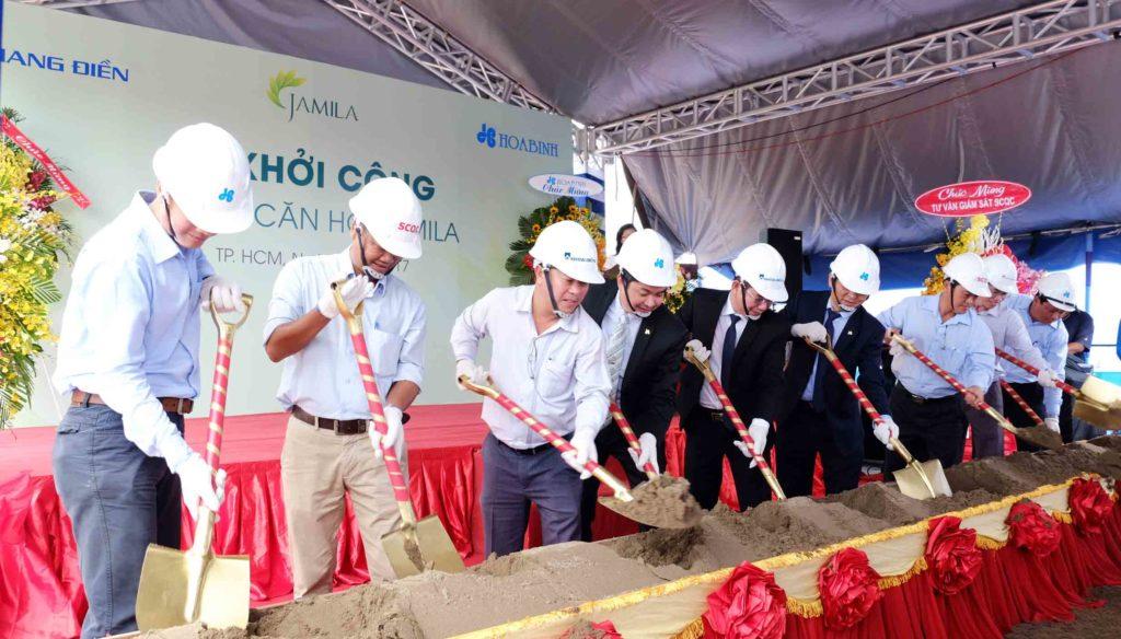 Đại diện ban lãnh đạo Công ty Khang Điền, Hòa Bình và đơn vị tư vấn giám sát SCQC thực hiện nghi thức Lễ khởi công dự án căn hộ Jamila Khang Điền