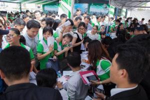 Quầy thủ tục Ký hợp đồng đặt cọc nhà phố Lovera Park Bình Chánh luôn trong tình trạng đông nghẹt. Find Home