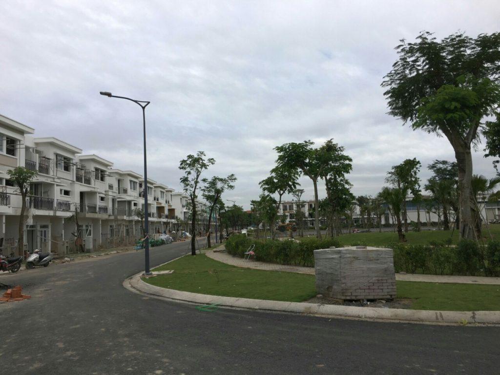 Hạ tầng giao thông và công viên cây xanh dự án nhà phố Lovera Park Bình Chánh đã được hoàn thiện.