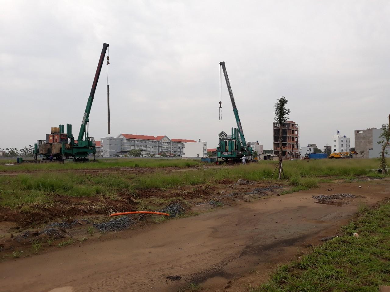 Tiến độ dự án Lovera Park Khu 3 và 4. Đơn vị xây dựng đang tiến hành ép cọc. Ảnh Khang Điền