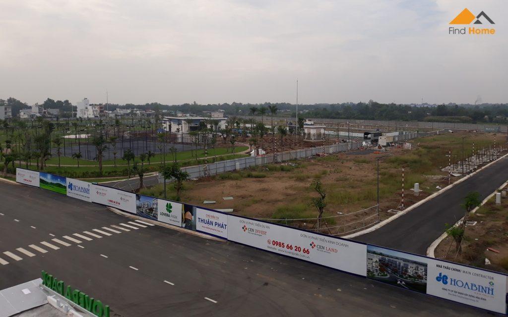 Đơn vị xây dựng đang thi công hạng mục tiện ích công cộng và hạ tầng giao thông Dự án Lovera Park
