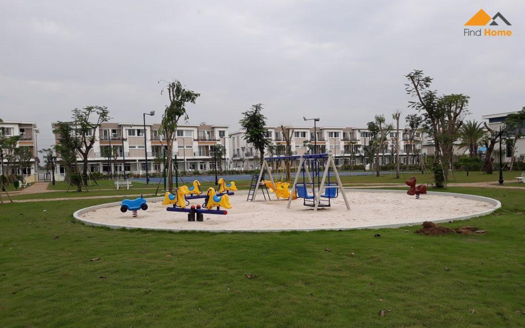 Khu vui chơi trẻ em tại công viên trung tâm dự án nhà phố Lovera Park Bình Chánh