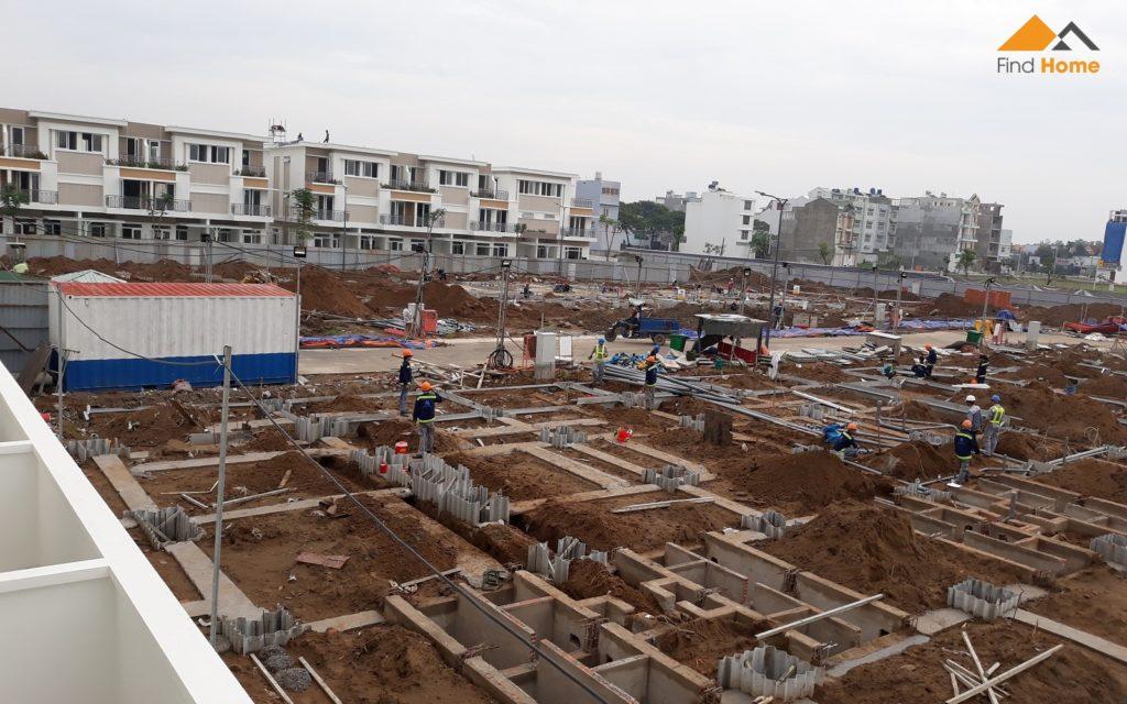 Một phần của Block L đang thi công phần móng. Dự án nhà phố Lovera Park Bình Chánh