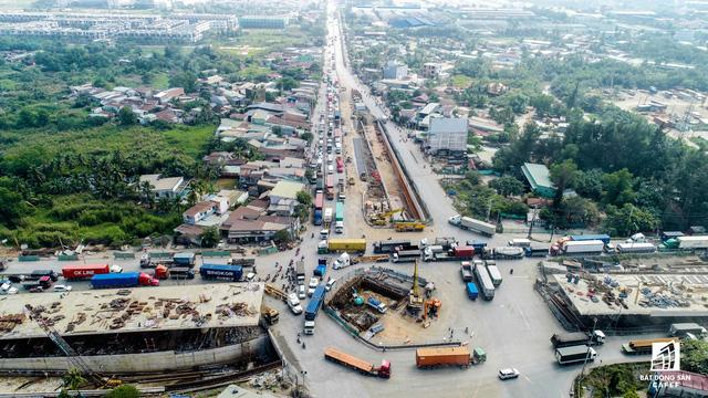 Nút giao thông Mỹ Thủy đang được thi công phần hầm chui và cầu trên cao.
