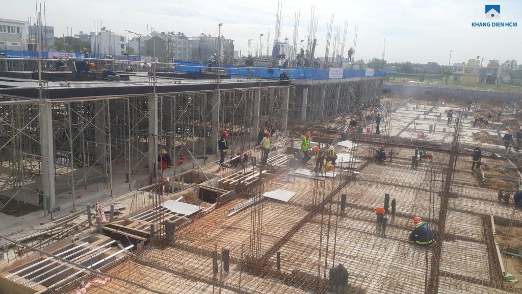 Căn L36 - L44 dự án Lovera Park Bình Chánh đang thi công cốt pha chuẩn bị đổ sàn tầng 1. Các căn L23 - 31 đang thi công tầng trệt. Ảnh Khang Điền HCM