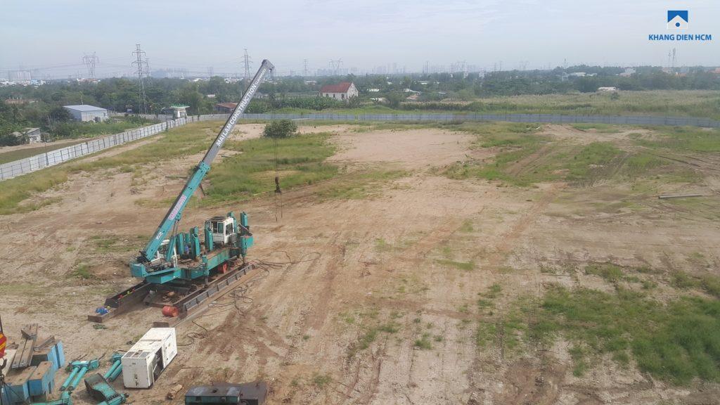 Máy ép cọc được đưa vào công trường Khu 3 và 4 dự án Lovera Park Bình Chánh. Ảnh Khang Điền HCM