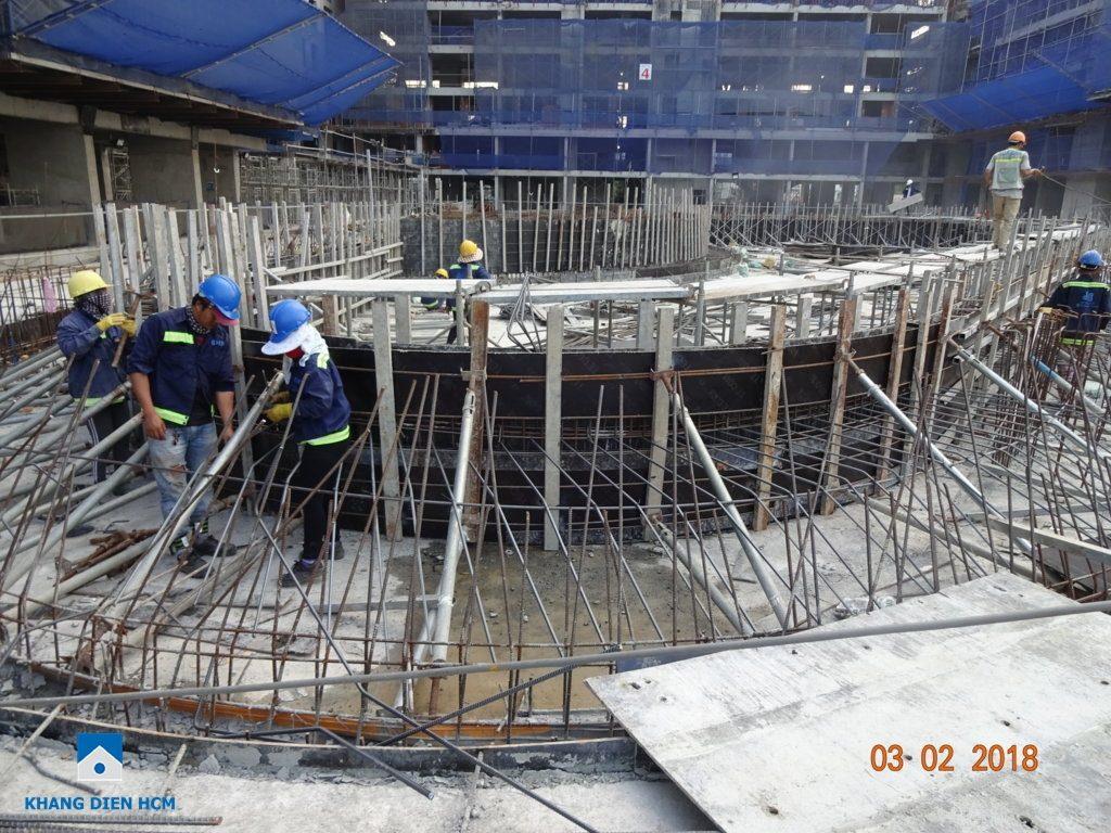 Công nhân đang thi công phần tiện ích dự án Jamila Khang Điền