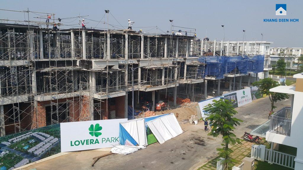 Đơn vị xây dựng đang thi công phần kết cấu nhà phố Block L Dự án Lovera Park Bình Chánh. Ảnh: Khang Điền HCM