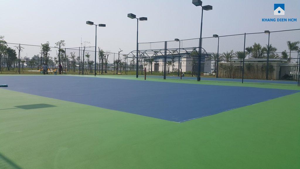 Sân tennis trong đang hoàn thiện trong khu công viên Center Park - Dự án Lovera Park Bình Chánh. Ảnh Khang Điền HCM