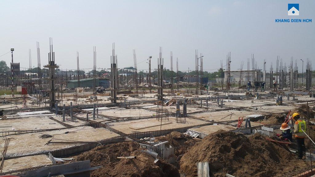 Block A dự án Lovera Park đang thi công phần sàn tầng trệt và làm khung thép để đổ trụ. Ảnh: Khang Điền HCM