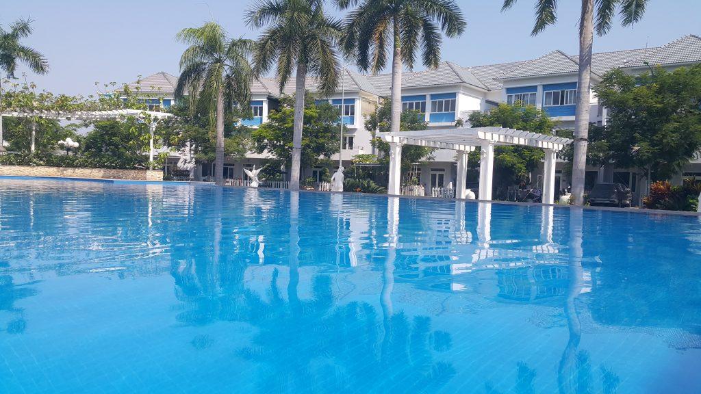 Hồ bơi phục vụ cho cư dân trong chuỗi nhà phố biệt thự Mega Khang Điền - Khang Điền HCM