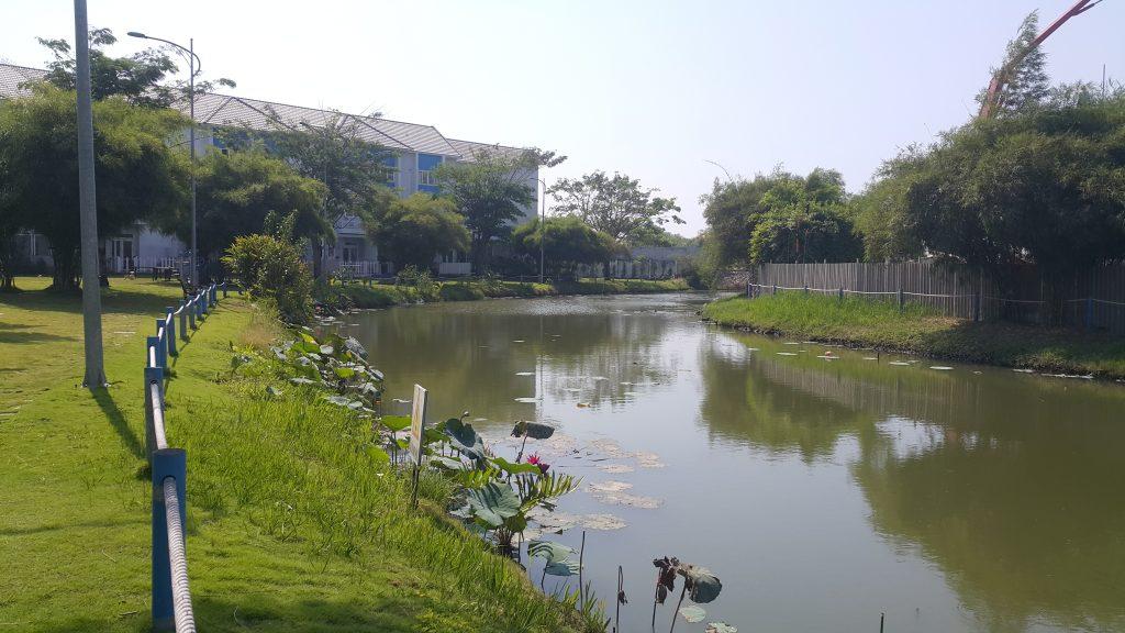 Kênh nước khá rộng bao quanh khu căn hộ và xuyên suốt và khu Mega tạo ra không khí mát mẻ - Khang Điền HCM