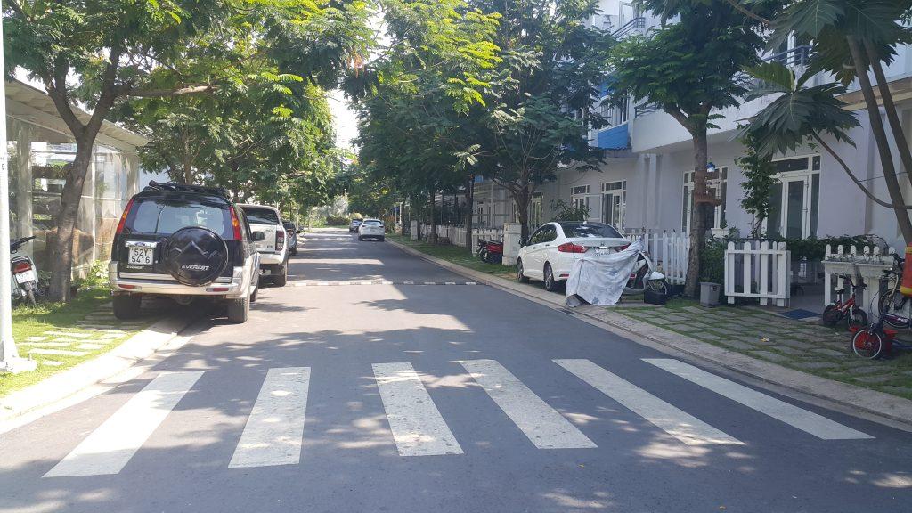 Không khí yên bình tách biệt với bên ngoài trong khu dân cư Mega Residence - Khang Điền HCM