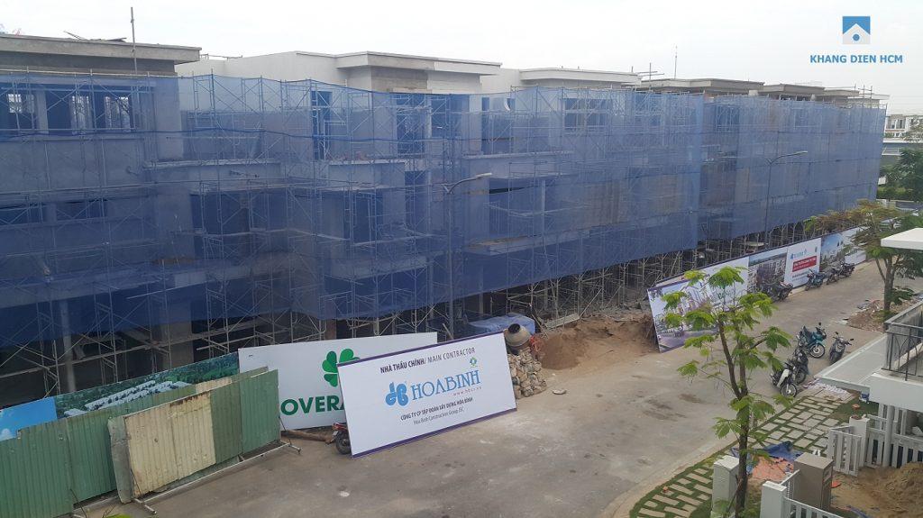 Block L các căn 62 - 70 đang tiến hành sơn bên ngoài khoảng 1 tháng nữa là những căn này hoàn thành - Khang Điền HCM