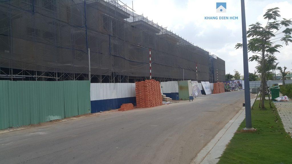 Block F đã hoàn thiện phần tường bao và đang tiến hành sơn bên ngoài những căn đầu tiên. Khang Điền HCM