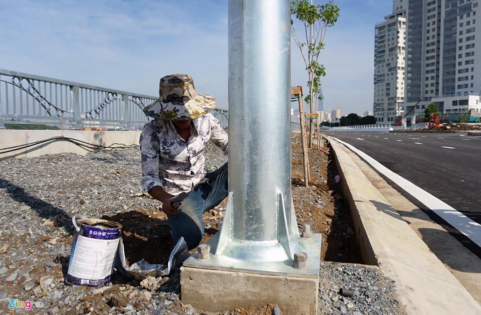 Một số hạng mục chiếu sát, lát đá vỉa hè... cũng đang gấp rút được hoàn thành - Khang Điền HCM