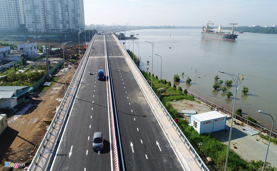Cầu dài gần 300 m, rộng 22 m với 4 làn xe, nằm ở đoạn cuối qua nhánh sông Giồng Ông Tố. Ông Lê Ngọc Hùng, Giám đốc Khu quản lý giao thông đô thị số 2 (chủ đầu tư), cho biết công trình tạo kết nối đại lộ Mai Chí Thọ với khu dân cư Thạnh Mỹ Lợi và vào trung tâm thành phố sẽ thuận lợi hơn, giảm áp lực giao thông cho đường Đồng Văn Cống - Khang Điền HCM