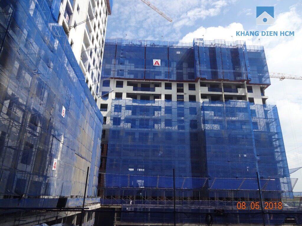 Block A được chụp từ góc nhìn từ Block C, D, phần bên ngoài đã tương đối hoàn thiện và thi công khá gọn gàng - Khang Điền HCM