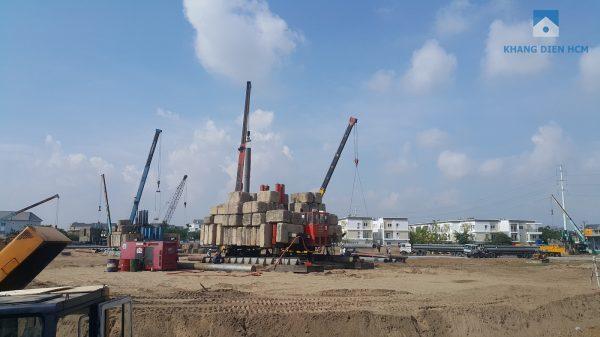 Ba máy ép cọc thử tải đang được tổng thầu An Phong tiến hành thi công ngày đem dưới dự án cùng rất nhiều trang thiết bị - Khang Điền HCM