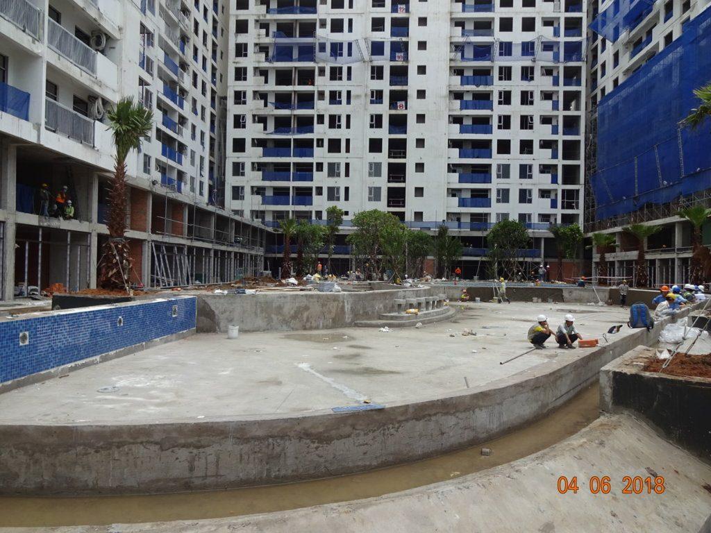 Hồ bơi dự án Jamila Khang Điền đang thi công.