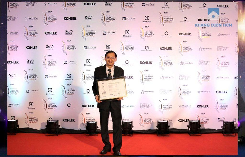 Đại diện công ty Khang Điền nhận giải thưởng PropertyGuru Vietnam Property Awards 2018 – Hạng mục Best Luxury Housing Development - Khang Điền HCM
