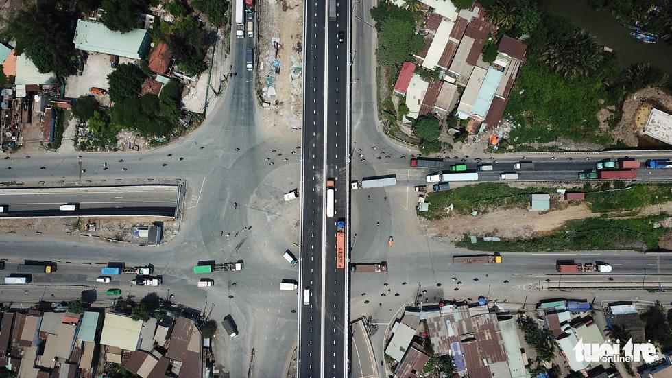 Nút giao thông Mỹ thủy (bao gồm hầm chui và cầu vươt) được chụp từ trên cao - Khang Điền HCM