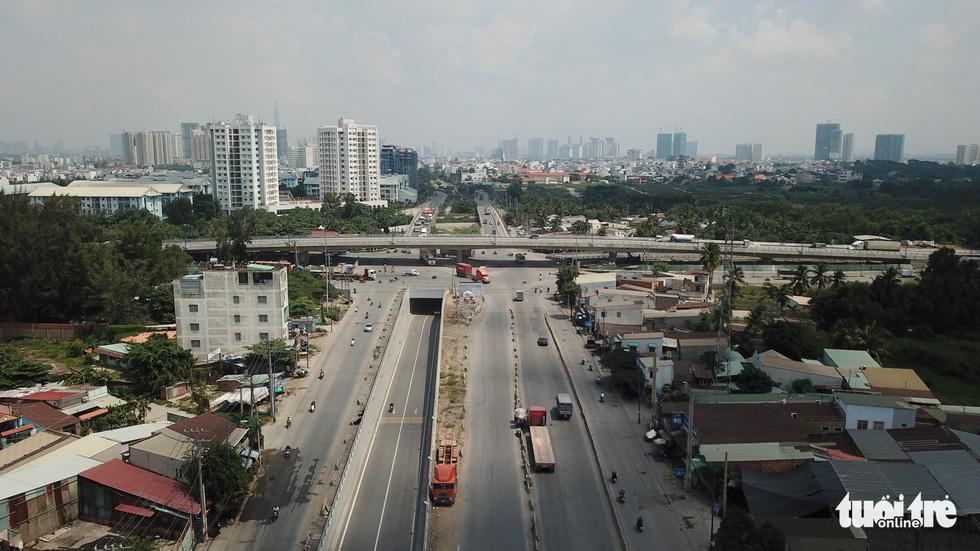 Cầu vượt được thông xe, hầm chui đã được thông xe trước đó, người dân mong tình hình giao thông khu vực này sẽ có sự chuyển biến thực sự - Khang Điền HCM