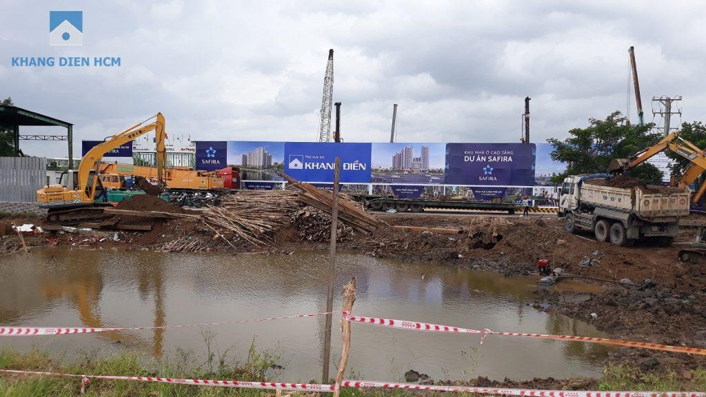 Đơn vị xây dựng đang thi công tuyến đường kết nối từ Đại lộ Võ Chí Công vào dự án Safira Khang Điền. Ảnh: Khang Điền HCM