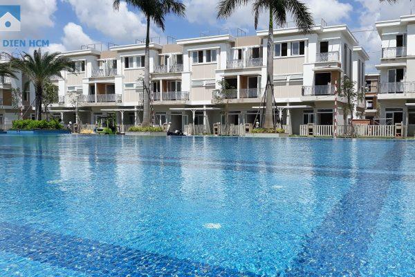 Block E nhìn trực diện hồ bơi của dự án, một view được xem là đẹp nhất dự án - Khang Điền HCM