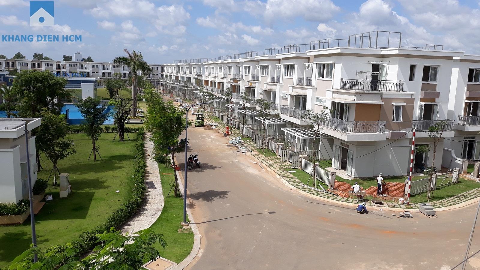 Block E đối diện công viên được chụp từ hướng Block F đang hoàn thành những khâu cuối- Khang Điền HCM