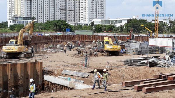 Mặc dù ngày lễ nhưng lượng công nhân vẫn tập trung khá đông để đảm bảo tiến độ dự án - Khang Điền HCM