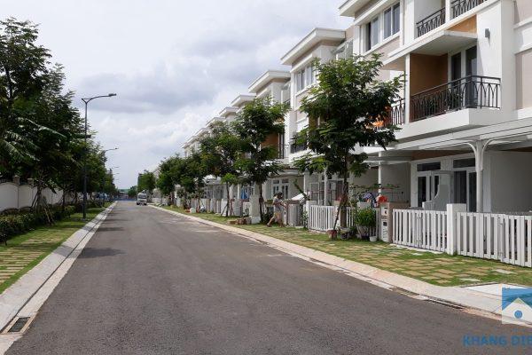 Block K hướng Đông Bắc mặt tiền đường 15C (12m) cư dân đã vào sinh sống ổn định được 80% - Khang Điền HCM