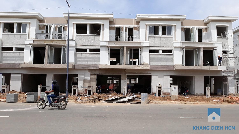 Cận cảnh hai căn nhà liên kế nhau dãy C mặt tiền đường 30m - Khang Điền HCM