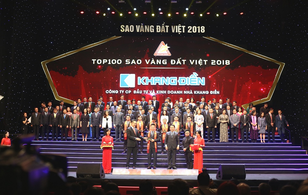 Đai diện các doanh nghiệp đạt top 100 sao vang đất việt năm 2018 nhận kỷ niệm chương - Khang Điền HCM