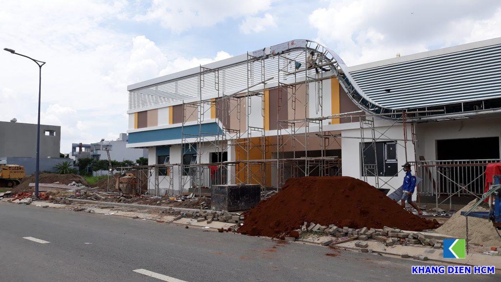 Nhà mẫu Lovera Vista Khang Điền được triển khai xây dựng đầu năm 2019. Nhà mẫu nằm đối diện dự án giúp khách hàng dễ dàng cập nhật tiến độ xây dựng. Ảnh Khang Điền HCM