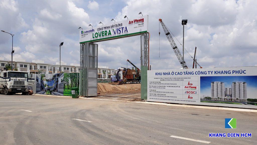 Cổng công trường xây dựng dự án Lovera Vista. Ảnh Khang Điền HCM