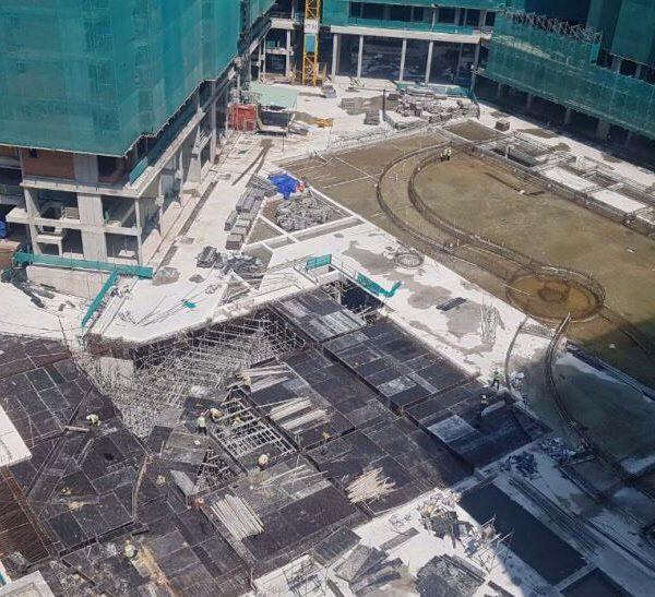 Khu Hồ Bơi cùng với tiện ích bên trong khu căn hộ đang được thi công phần kết cấu và nền móng ban đầu - Khang Điền HCM