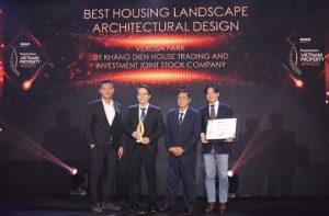 Đại diện Khang Điền nhận giải Best Housing Landscape Architectural Design – Winner dành cho dự án Verosa Park tại Vietnam Property Awards 2019 - Khang Điền HCM