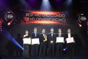 Đại diện các công ty nhận giải Best Mid End Condo Development (HCMC) - Khang Điền HCM