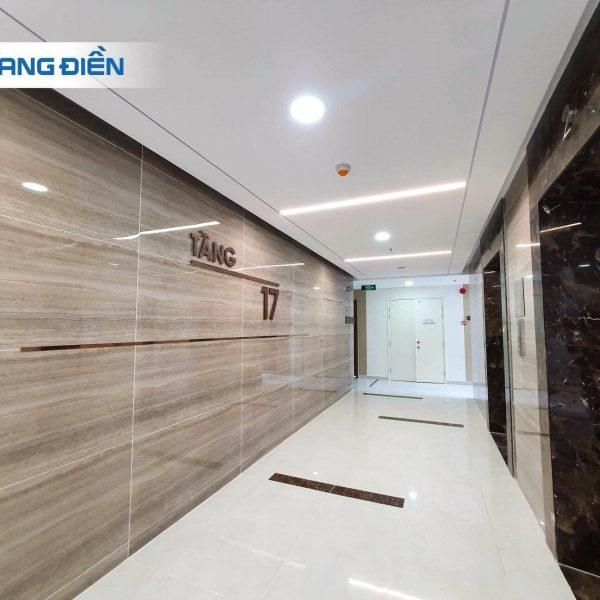 Sảnh hành lang thang máy rộng 2,2m được ốp đá nhìn rộng rải và sang trọng - Khang Điền HCM