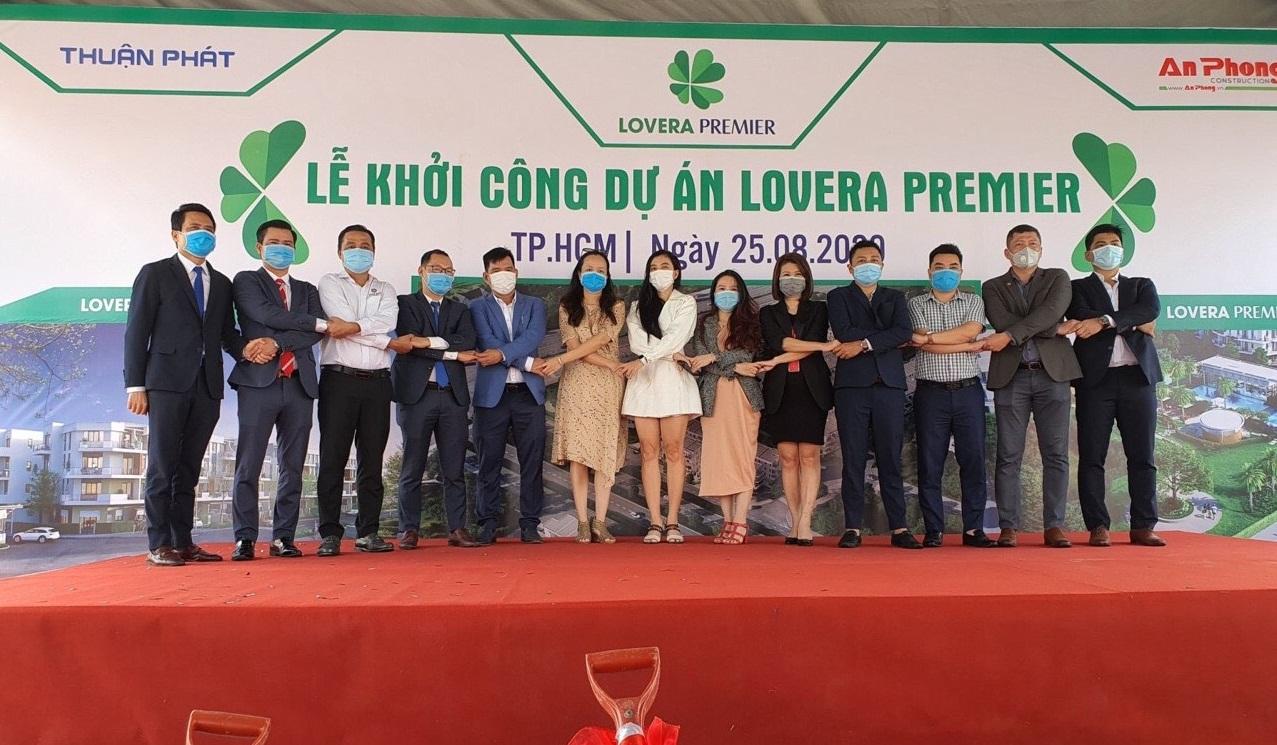Các đơn vị phân phối chính tại dự án Lovera Premier Bình Chánh thực hiện nghi thức bắt tay hứa hẹn một dự án thành công nữa của Khang Điền - Khang Điền HCM