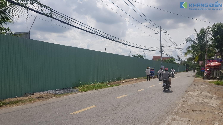 Mặt tiền đường Trịnh Quang Nghị lộ giới 60m đã được rào lại để thi công Shophouse - Khang Điền HCM