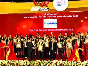 Đại diện Khang Điền nhận giải Top 50 doanh nghiệp Việt Nam xuất sắc năm 2020 - Khang Điền HCM