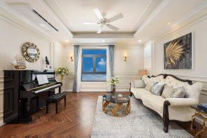 Phòng sinh hoạt chung của Gia chủ được đặt một cây đàn rất sang trọng - Khang Điền HCM